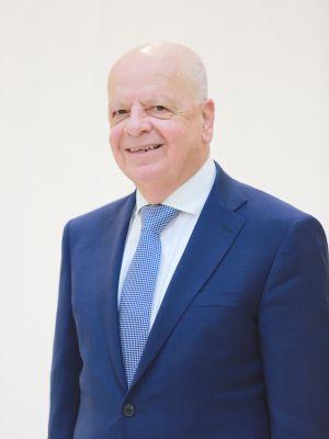 عزيز محمود عبد الجــواد رئيس مجلس الإدارة